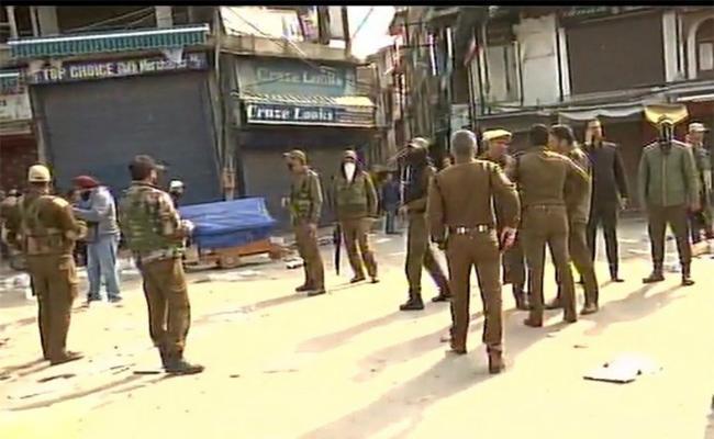 CRPF jawan Killed In Grenade Attack In South Kashmir - Sakshi