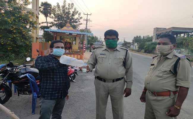 Lockdown: Man Distributes Butter Milk To Police In Khammam  - Sakshi
