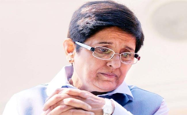 Corona: Kiran Bedi Posts Fake Forward On Egg And Chicken Video - Sakshi
