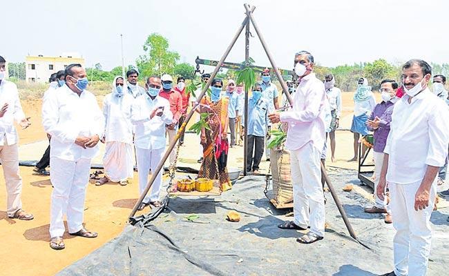 Harish Rao Assures Migrant Workers At Siddipet District - Sakshi