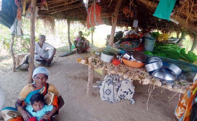 People leaves Village Due To Corona scare - Sakshi