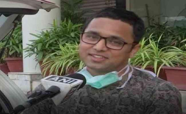 Coronavirus: Doctor Converts Car Into Temporary Home To Protect Family - Sakshi