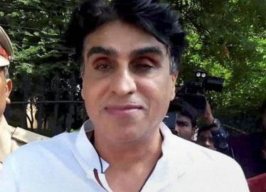 Film producer Karim Morani and his daughters test positive for covid-19 - Sakshi