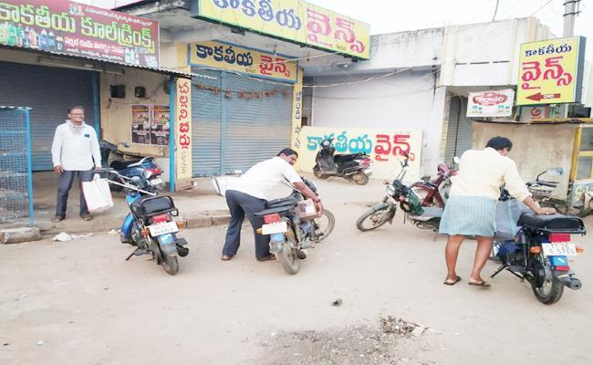 Lockdown Alcohol Sales in Black Market in Warangal - Sakshi