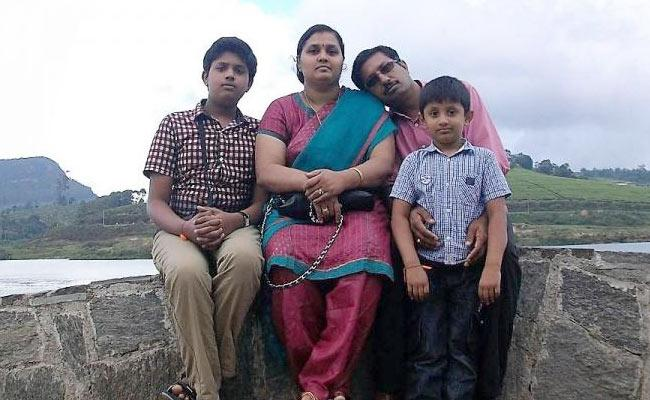 Kerala Man Offers Rs 10 Lakhs To Bring Home Their Stranded Family - Sakshi