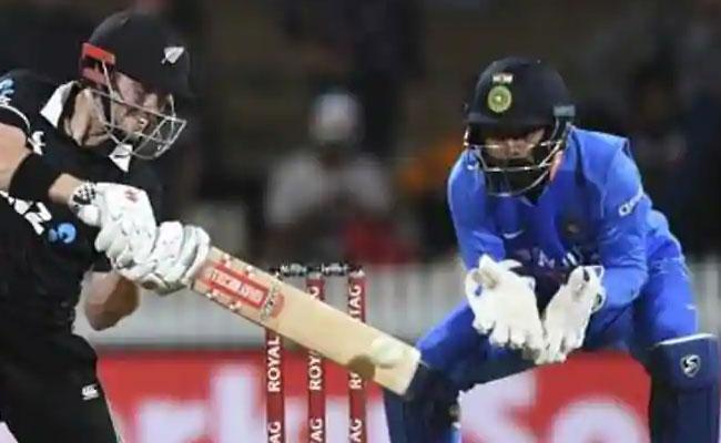 KL Rahul Names The Toughest Bowler To Keep To Is Bumrah - Sakshi