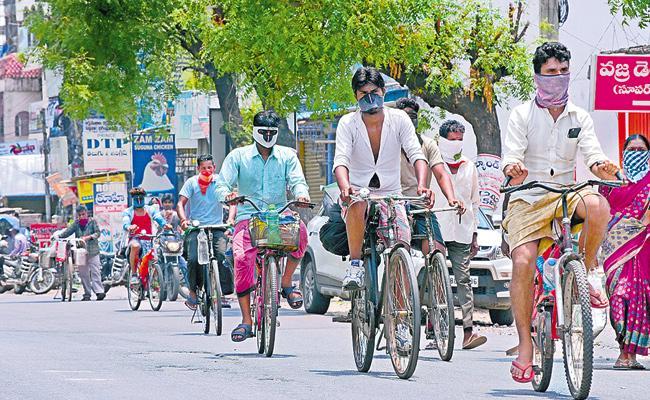 11 Migrants Tested Positive Who Returned Telangana From Maharashtra - Sakshi