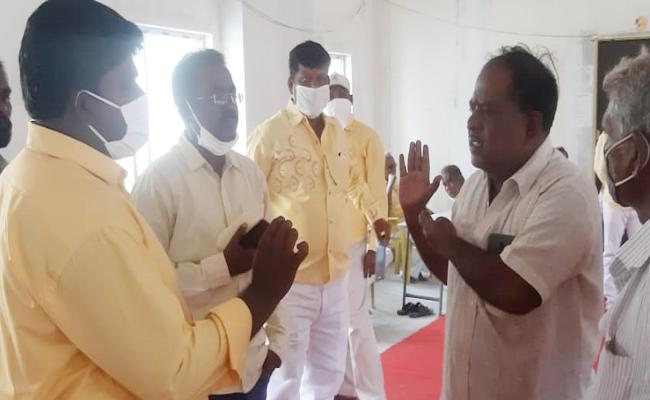 TDP Leaders Conflicts on YSRCP Leaders Helping in Kuppam - Sakshi
