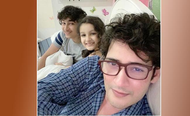 Mahesh Babu New Lover Boy Look Viral In Social Media - Sakshi