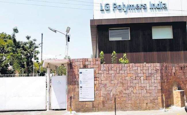 CM YS Jagan Jagan Fulfilled Guarantee to LG Polymers Gas Leakage Victims - Sakshi