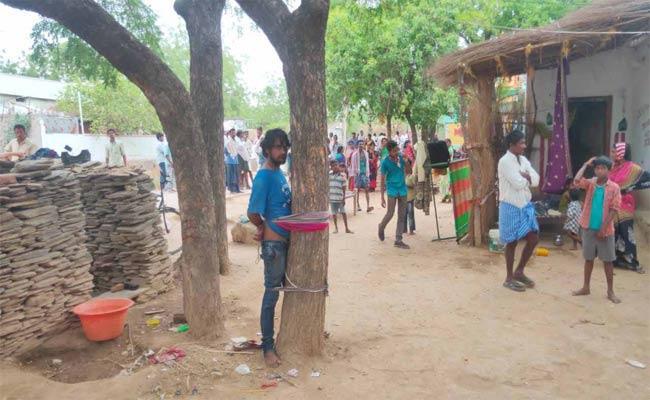 Girl Molested In Prakasam District - Sakshi