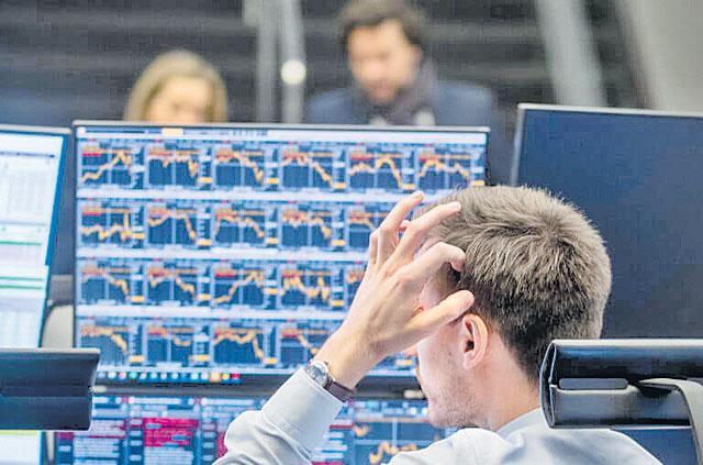 World markets crash again Due to corona virus - Sakshi