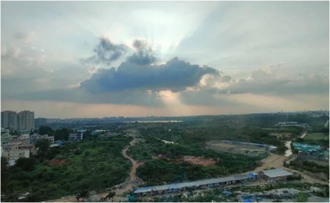 Loud Boom Heard In Bengaluru - Sakshi