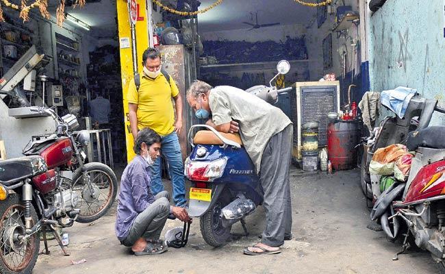 Lockdown Relaxations Bustling Again In The Metropolitan Hyderabad - Sakshi
