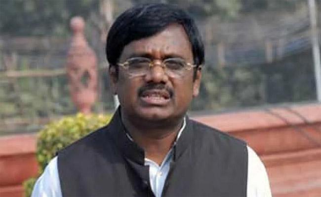 Former MP Vivek Slams CM KCR Over Irrigation Projects Issue - Sakshi