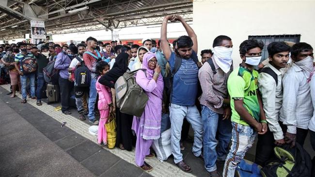 Migrants wait For Train Turned Away After Miscommunication Between Officials - Sakshi