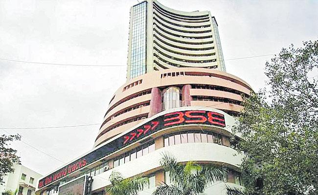 RIL And HDFC twins lift Sensex 400 points higher - Sakshi