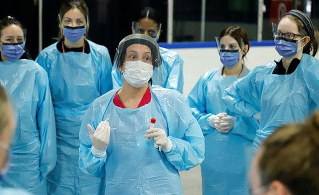 Iran says 10000 of its health workers infected with corona virus - Sakshi