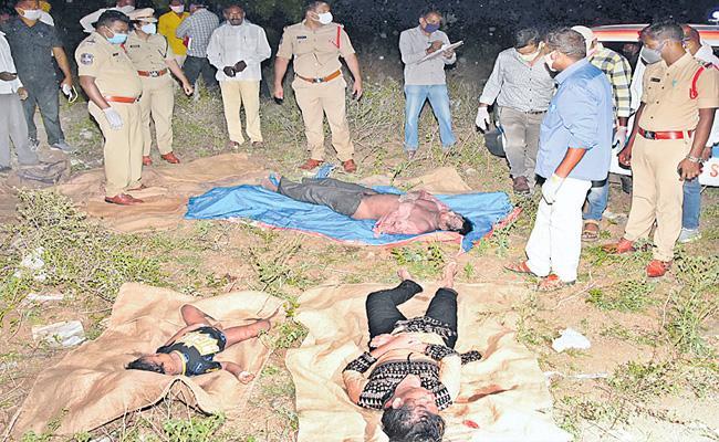 Four People Deceased Under Suspicious At Geesugonda - Sakshi