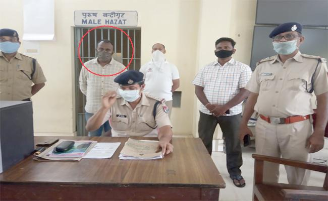 Railway Police Arrested Selling e-tickets Contrary To Rules - Sakshi