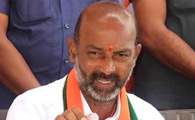 Bandi Sanjay Meets Governor Tamilisai In Hyderabad - Sakshi
