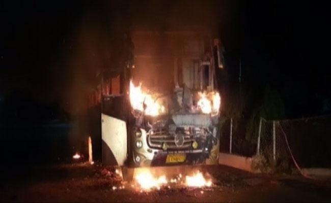 Migrant Labour Bus Catches On Fire In Gujarat - Sakshi