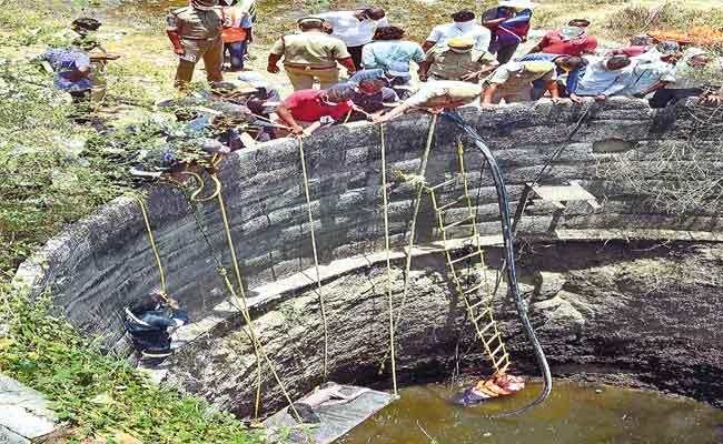 Nine Migrant Workers Found Dead In Well In Warangal District - Sakshi