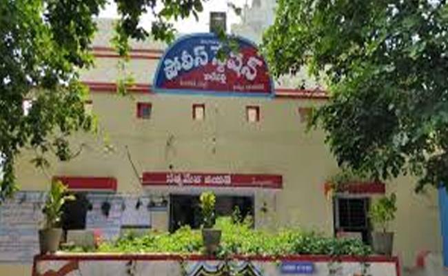 Women Halchal At Karepalli Police Station - Sakshi