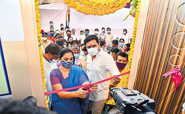 TRS Government Open 45 Basthi Dawakhana in Hyderabad - Sakshi