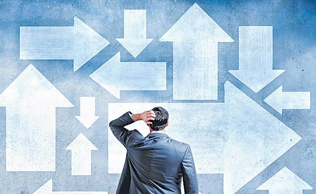 Sensex falls 260 points as rate cut, - Sakshi