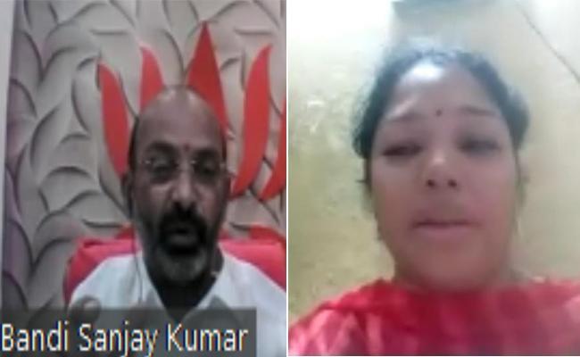 Corona Deceased Madhusudhan Wife Meets Bandi Sanjay - Sakshi