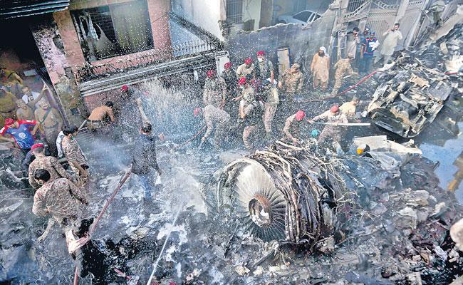 97 lifeless and 2 survived in PIA air crash in Karachi - Sakshi