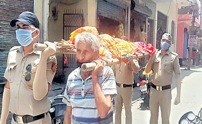 Delhi Police Helped Jaspal Singh For His Wife Funeral - Sakshi