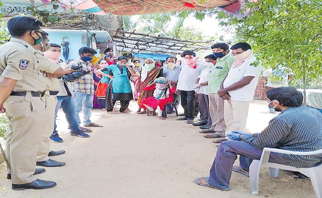 Kavitha Supported Gulf Employee Srinivas To Reach His Home - Sakshi