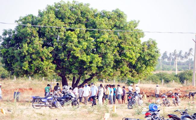 People Lane For Chicken Village Out side in Anantapur - Sakshi