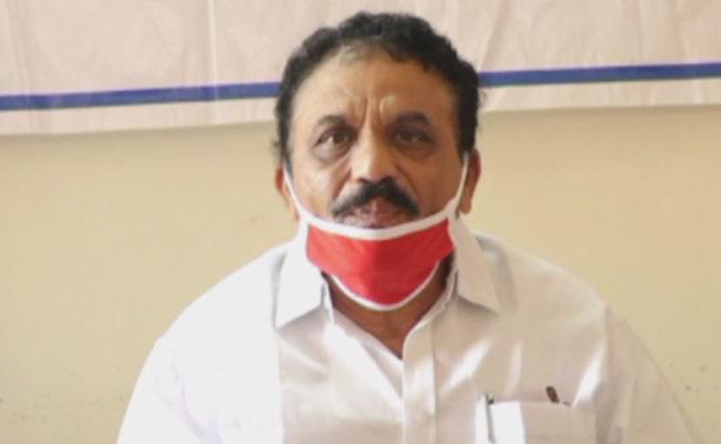 Laxman Reddy Condolence Family Members Of Kolli Nageswara Rao - Sakshi