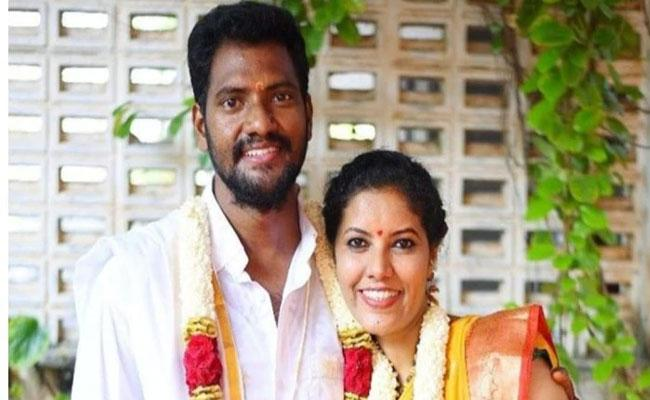 Lockdown: Filmmaker Sumana Kittur Got Married Photographer Srinivas - Sakshi