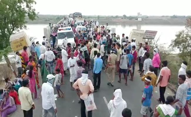 Auto Driver Deceased  By Jumping Into River Godavari In Nirmal - Sakshi