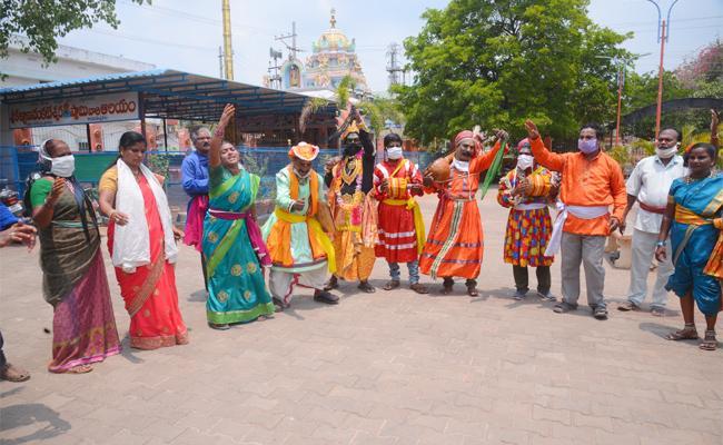 Folk artists Program on Chandrababu Naidu Government Negligence - Sakshi