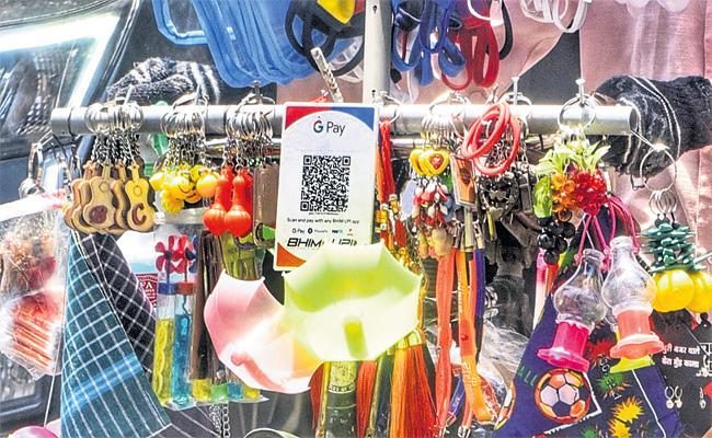 Street Merchants Use Digital Payments in Hyderabad - Sakshi