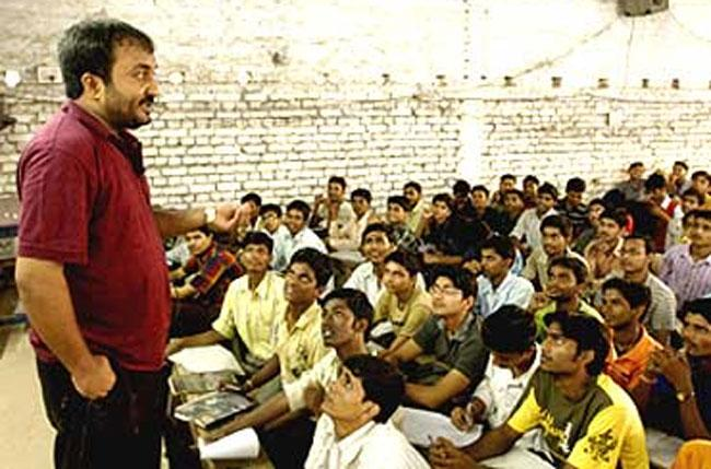 Super 30 founder Anand Kumar offers free IIT-JEE - Sakshi