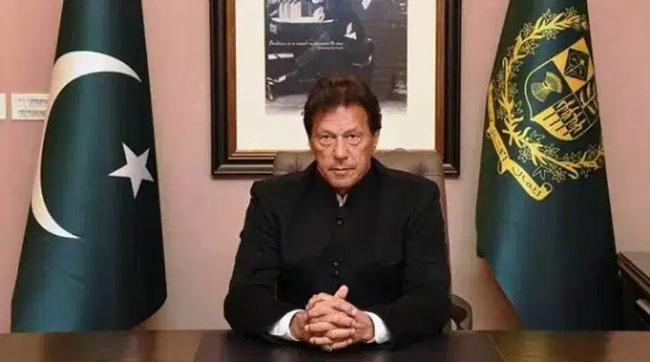 Imran Khan accuses India of threatening its neighbours - Sakshi