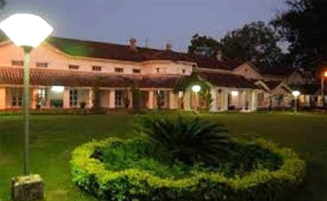 Six Corona Cases Inside Madhya Pradesh Raj Bhavan - Sakshi