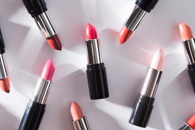 lipstick sales down - Sakshi