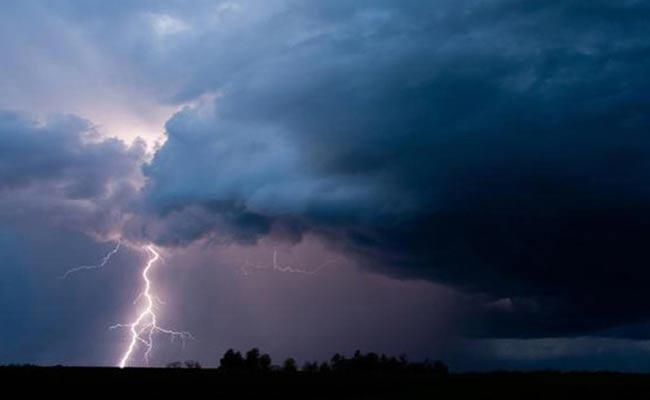 Next 3 Days Thunder Storm Rainfall In Rayalaseema - Sakshi