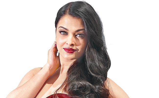 Aishwarya Rai-starrer Ponniyin Selvan to be shot in one go post lockdown - Sakshi