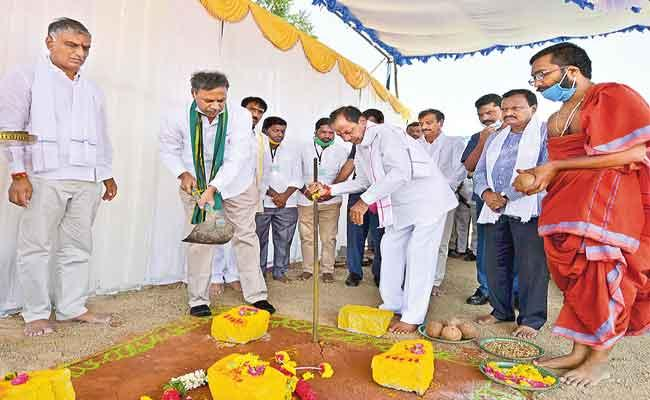 CM KCR Says Soon Will Announce A Good News To Farmers - Sakshi