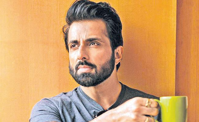 Sonu Sood airlifts 180 Odisha girls from Kerala to their home - Sakshi