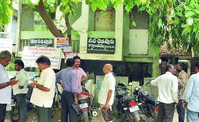 Sub-registrar offices to reopen on Tuesday In Andhra Pradesh - Sakshi