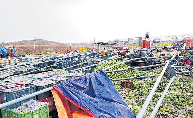 Mango Market Sheds Collapsed At Rangareddy District - Sakshi